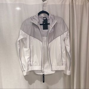 Nike women's windbreaker jacket